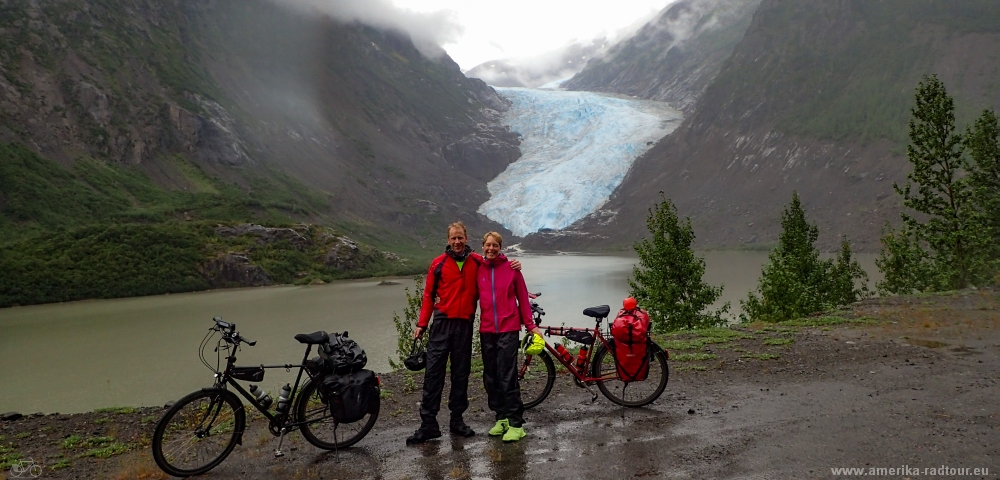 British Columbia and Yukon by bicycle: Cycling the Cassiar Highway northbound. Stage Stewart to Meziadin Junction.