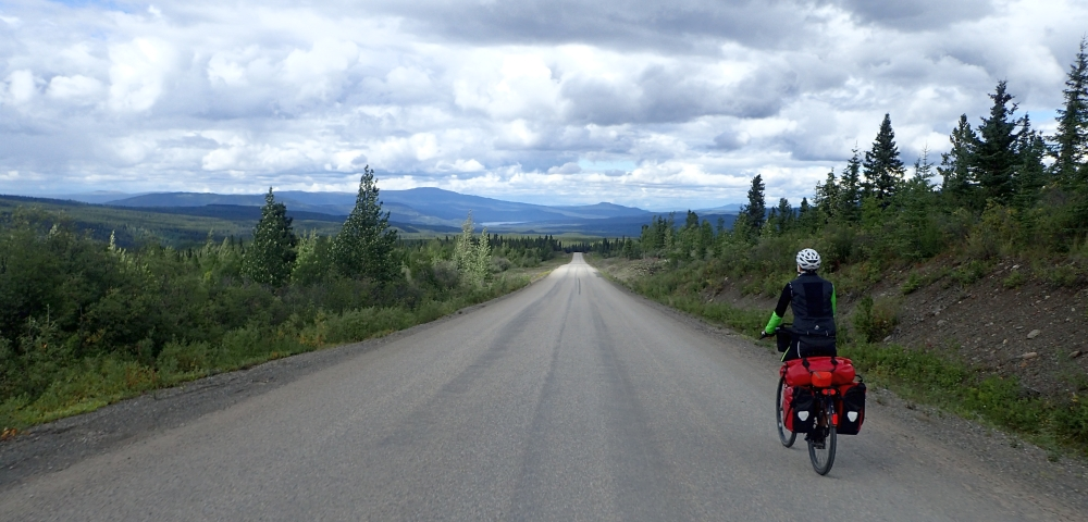 British Columbia and Yukon by bicycle: Cycling the Cassiar Highway northbound. Stage from Red Goat Lodge (Eddontenajon Lake) to Dease Lake.