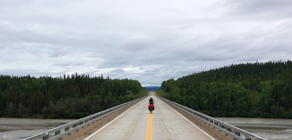 Cycling the Alaska Highway northbound
